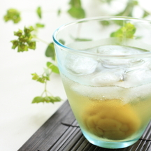Photo umeshu and gin cocktail