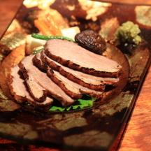 Photo japanese marinated duck kamo rosu